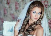 Причёски для невесты с длинными волосами под фату