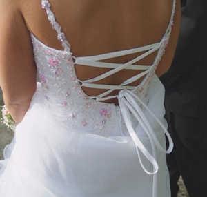 Свадебное платье со шнуровкой