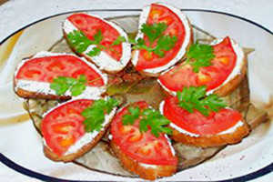 Бутербродики с помидорами