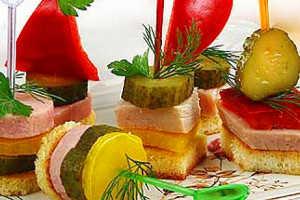 Бутербродики на шпажках с бужениной