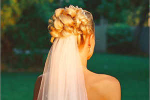 Причёска с плетением подойдёт для длинных волос средней жёсткости