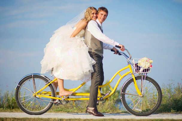 Велосипед-тандем для жениха и невесты