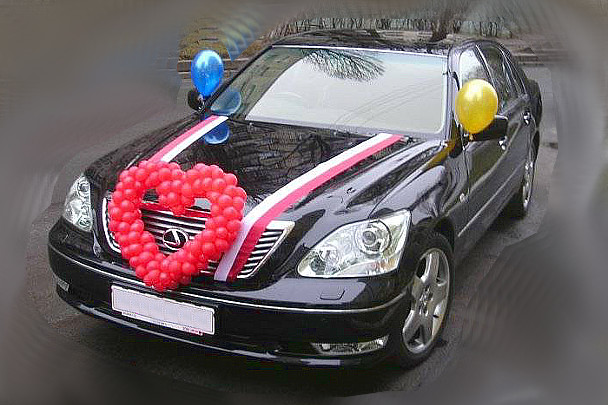 Оформление свадебной машины шарами