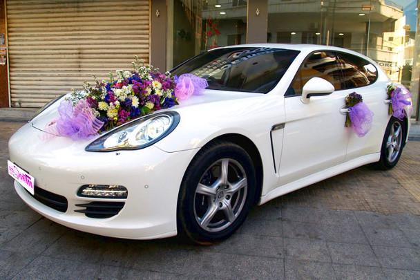Цветы можно закрепить на разных местах машины