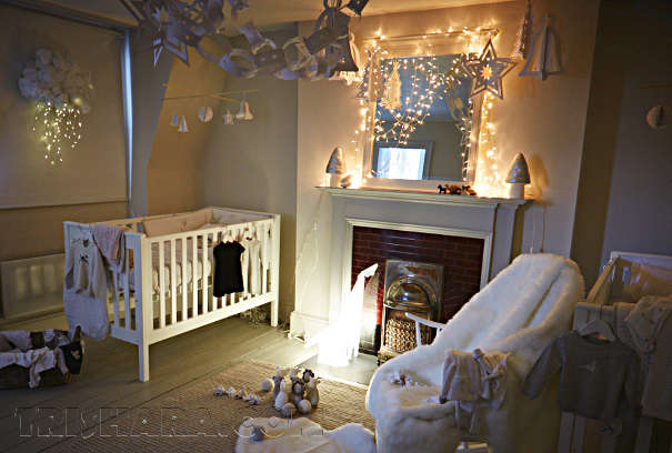 Новогодняя гирлянда в комнате младенца