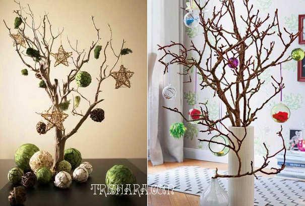 Сухие деревца с ёлочными игрушками