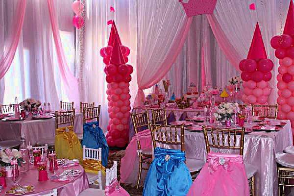 Декорирование комнаты шарами и тканью