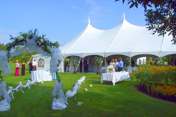 Свадьба в шатре на природе
