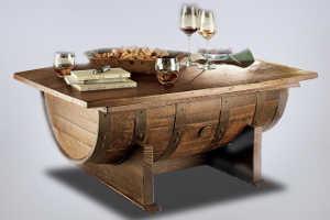 Деревянный столик в виде бочонка