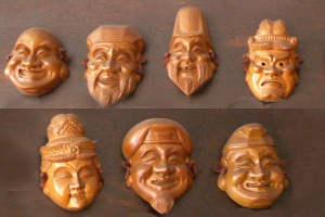 Семь фигурок в подарок на счастье