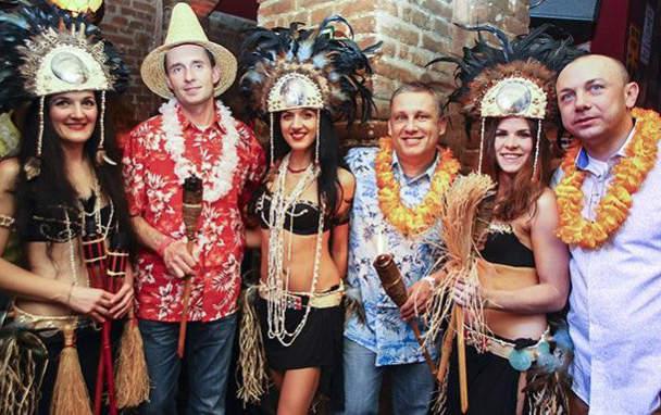 Мужские костюмы в гавайском стиле