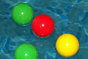 Игры с мячом в воде
