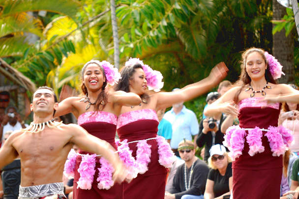 Гавайские танцы на вечеринке
