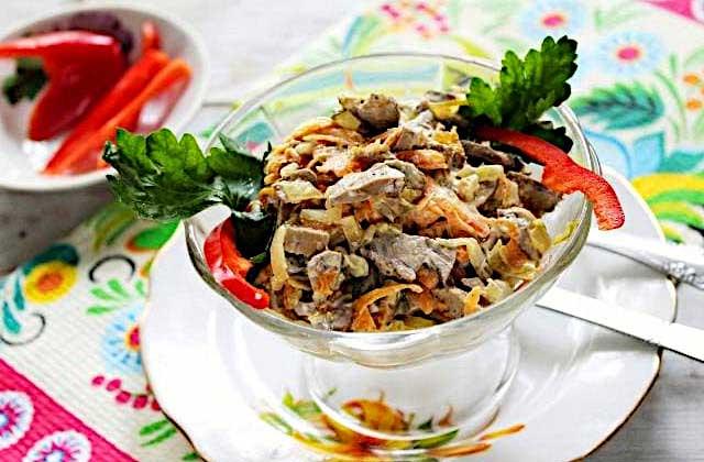 Салат с куриной печенкой и мандаринами