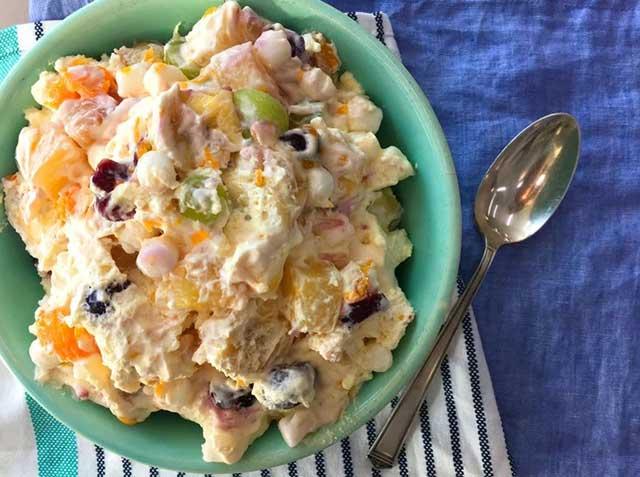 Новогодний салат из фруктов