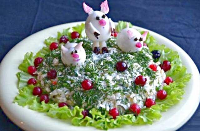 Три поросенка на салате